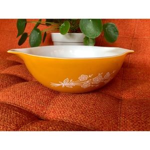 🌼NewToCloset  Vtg Pyrex Butterfly Daisy Orange